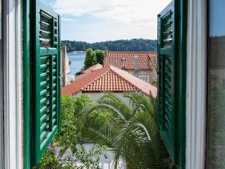 Seafront Apartment in old town center, Cavtat