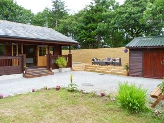 GISBURN FOREST LODGE, Hot tub, En-suite bathroom, Ref 29079, Tosside