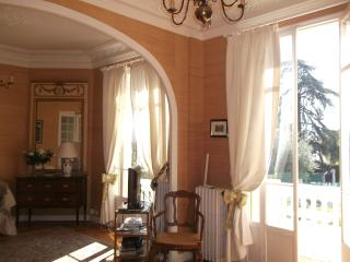 Wonderful villa, 20 min walk to the beach, Nice