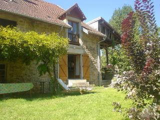 Jura farmhouse barn conversion in friendly village, Lons-le-Saunier