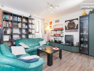 Spacious and stylish 3 bedroom apartment rental in Florence