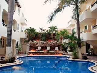 Downtown Apartment - Minutes Walk From Beach, Playa del Carmen