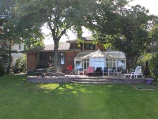 Beautiful Lake Front Home in Grosse Pointe, Grosse Pointe Shores