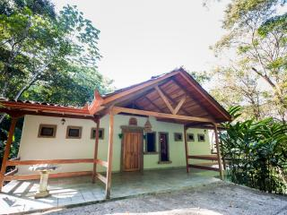 4BR Rain Forest Retreat! Private Pool, Spa on site, Parc national Manuel Antonio