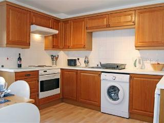 CITY CENTRE APARTMENT with FREE PARKING and WIFI, Broughton