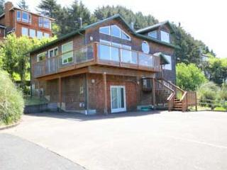 #199 Hubbert Hideaway - Beautiful Ocean View, Game Room & Pet Friendly!, Lincoln City