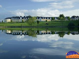 One hour from Dublin -stunning Golf Resort Lodges, Tullow