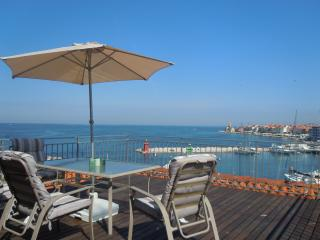 Sea view Apartment with rooftop terrace, Piran