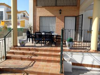 Wonderful 3 Bed Villa with Swimming Pool Sleeps 8, La Marina