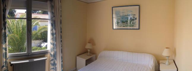 Raoul DUFY BEDROOM  with queen size bed, Marble of Carrare  floor, electric rolling shutter