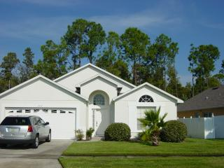 Witcomb Villa, Charming Home with Gameroom and Hot Tub, Kissimmee