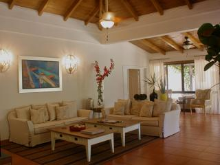 Beautifully renovated 6 bed. villa, Casa de Campo, Altos Dechavon