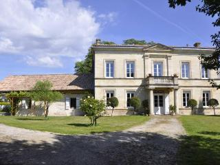 Self-catering near Bordeaux in stone house, Pessac