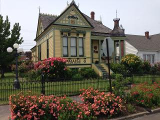 Waverly Cottage 1898 Historic Victorian, Medford