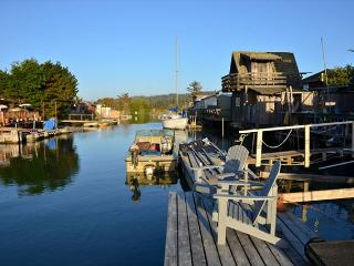Shell Cottage on Humboldt Bay in King Salmon - Dock in Backyard! Clean & New, Eureka