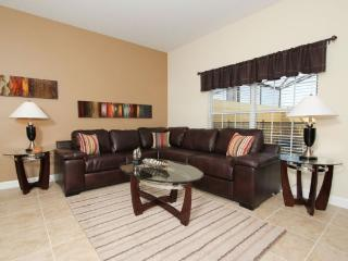 Beautiful 4 Bedroom 3 Bath Town Home With Splash Pool. 8859CP, Orlando