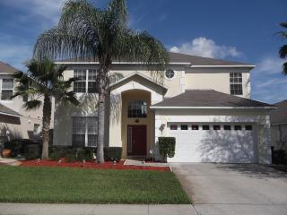 Gorgeous Lake Berkley Villa with Jacuzzi, in Kissimme, Kissimmee