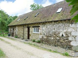 POND COTTAGE, pet friendly, character holiday cottage, with a garden in Yafford, Ref 3812, Newport