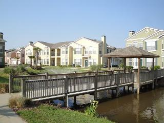 Beautiful 2 bedroom / 2 bath condo on lower level facing fountain., Gulfport