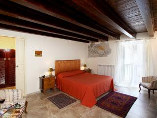Main Ensuite Bedroom, with 16th-c. frescos on the walls