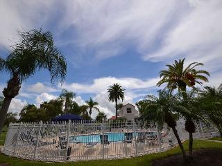 Vista Verde East 6-144  Ground Floor and Poolside!  Flat Screen TVs and Wi Fi, St. Petersburg
