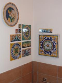 Hand painted decorative tiles from Deruta provide a feature detail