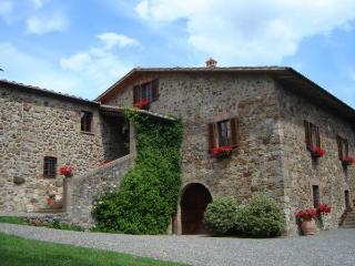 2 bedroom apartment in Tuscan country house with private grounds and pool, San Dalmazio