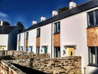 Modern holiday home in Charlestown, Eden nearby, St Austell