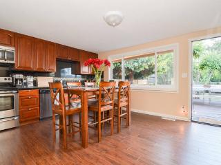Newly Remodeled Bungalow 1 BLK from Beach, Seattle