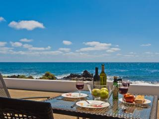 Casita Ocean View with sea views just 10 meters from the Sea, Punta Mujeres