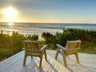 Oceanfront cabin made of knotty wood, homey & eclectic., Gleneden Beach