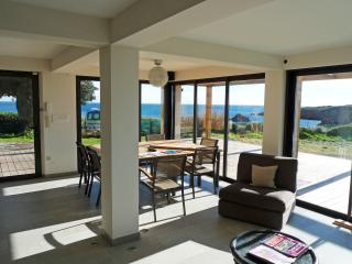 Apartment on the sea, Antheor