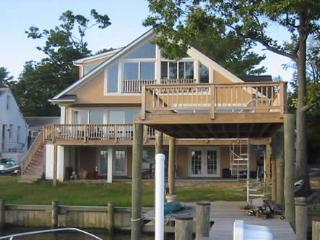 Peaceful 3BR Annapolis House on Oyster Creek w/ Amazing Views of the Chesapeake Bay