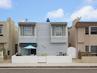 Cozy and affordable, just one block to beach!, Newport Beach