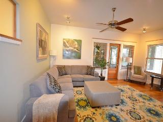 3BR/2BA New Luxury Downtown Austin Townhome on 6th Street