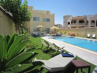 Roof Apartment sea &pool view., Hurghada