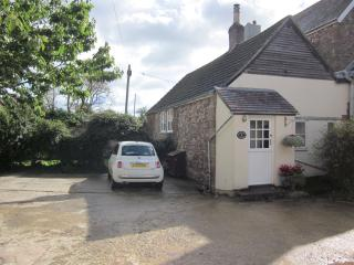Granary Cottage cosy cottage in peaceful location, Newnham
