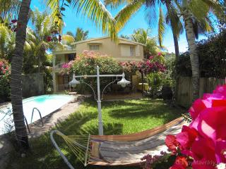 HOLIDAY HOUSE WITH HEATED   POOL, Albion