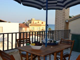 FANTASTIC SEA VIEW ATTIC, 100m from Sampieri Beach