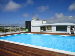 Apartment with Rooftop Pool, São Martinho do Porto