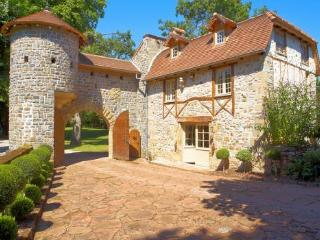 Honeymoon Gatehouse, Beaulieu-sur-Dordogne
