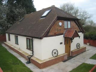 Romeo Cottage Luxury HOT TUB Sleeps 6, Stratford-upon-Avon