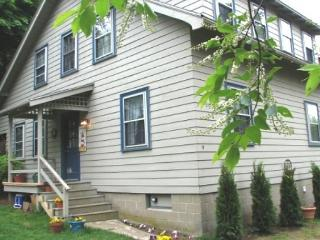 Lighthouse Way: Walk 0.2 miles to the beach from this cozy, renovated home!, Gloucester