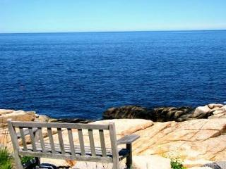 Pigeon Cove: Direct waterfront gem and only 1 mile from the beach!, Rockport