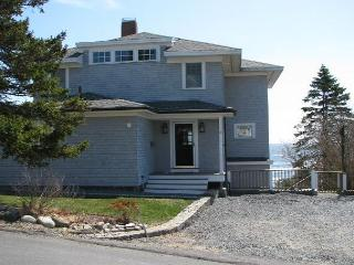 Rosemarc House: Private beach, 180-degree views & a baby grand piano., Gloucester