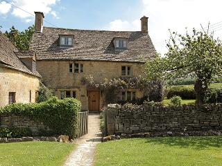 Orchard  Cottage - Lovely 16 Century Cotswold cottage