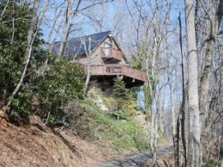 River Get-A-Way-Cabin on River with hot tub, West Jefferson