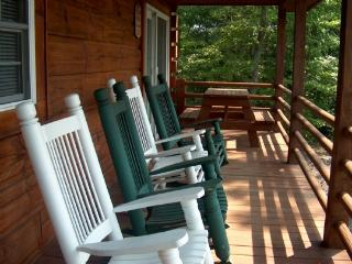 Backside of the Moon_Cabin_Long Range Views_Hot Tub_Pool Table_WiFi_Private, West Jefferson