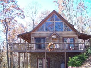 Bear's Den_Cabin_Wooded Setting_Mountain Views_Private_Game Room_Jacuzzi, Fleetwood