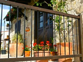 Traditional Village Apartment with Balcony, Pentakomo